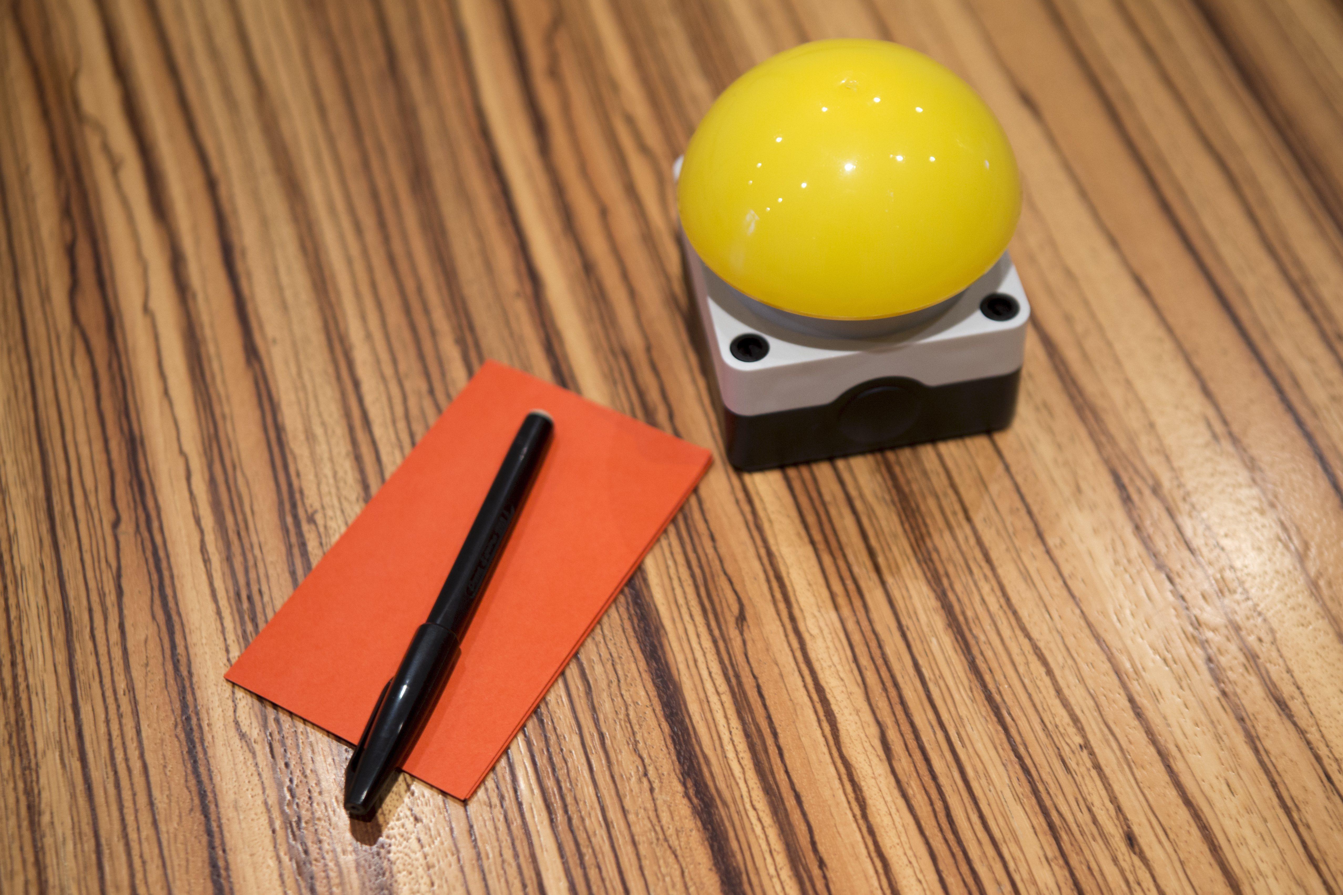 Gele knop om opnames te maken in ons UX lab
